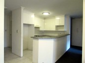 Unfurnished 2 Bedroom, 2 bathroom! Walk to University!!